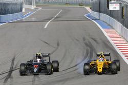 Jenson Button, McLaren MP4-31 and Jolyon Palmer, Renault Sport F1 Team RS16