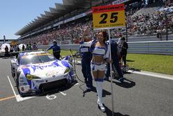 Grid girl of #25 Team Tsuchiya Toyota MC86: Takeshi Tsuchiya, Takamitsu Matsui