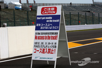 Sign in pitlane