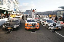 Race winner Gary Paffett, Team HWA AMG Mercedes C-Klasse celebrates