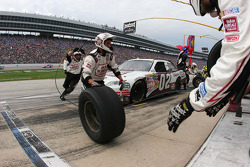Pit stop for David Gilliland, Farm Bureau Toyota, Joe Gibbs Racing
