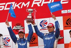 GT500 podium: third place #17 Keihin NSX: Koudai Tsukakoshi, Toshihiro Kaneishi