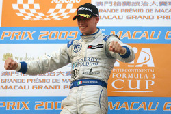 Podium: race winner Edoardo Mortara, Signature