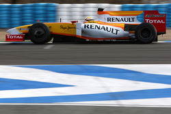 Ho-Pin Tung Tests for the Renault F1 Team