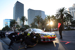 Top 12 victory lap parade: pit stop for Greg Biffle, Roush Fenway Racing Ford