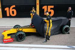 Robert Kubica, Renault F1 Team, Vitaly Petrov, Test Driver, Renault F1 Team and Eric Boullier, Team Principal, Renault F1 Team