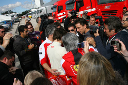 Fernando Alonso, Scuderia Ferrari with his fans