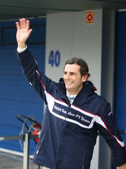 Pedro de la Rosa, BMW Sauber F1 Team waves to his fans