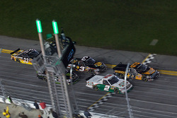 Start: Jason White and Elliott Sadler lead the field