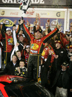 Victory lane: race winner Jamie McMurray, Earnhardt Ganassi Racing Chevrolet celebrates