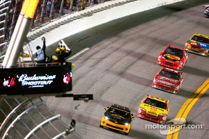 Kevin Harvick, Richard Childress Racing Chevrolet takes the checkered flag under yellow