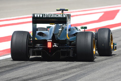 Heikki Kovalainen, Lotus F1 Team wing and diffuser