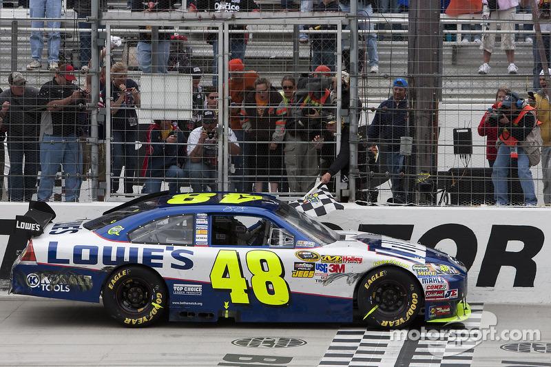2010, Bristol 1: Jimmie Johnson (Hendrick-Chevrolet)