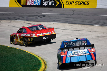 Jamie McMurray, Earnhardt Ganassi Racing Chevrolet, Mike Bliss, Tommy Baldwin Racing Chevrolet