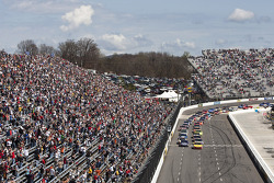 Start: Kevin Harvick, Richard Childress Racing Chevrolet leads the field