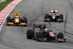 Sebastien Buemi, Scuderia Toro Rosso leads Vitaly Petrov, Renault F1 Team