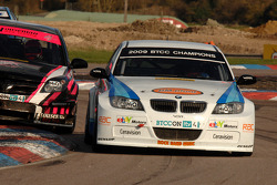 Andy Neate WSR BMW 320si leads Dave Pinkney Pinkney Motorsport Vauxhall Vectra