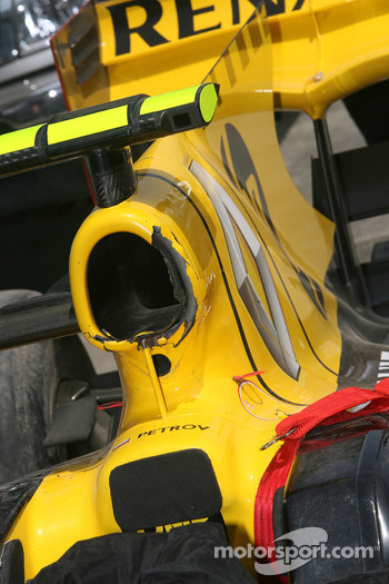 Vitaly Petrov, Renault F1 Team crashed car