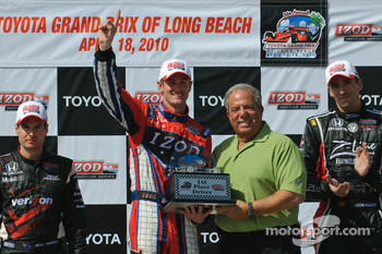 Ryan Hunter-Reay accepts the winning trophy from Long Beach mayor Bob Foster