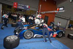 Pit stop for #1 Team Peugeot Total Peugeot 908 HDi-FAP: Marc Gene, Alexander Wurz, Anthony Davidson