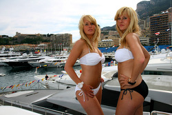 Girls in Monaco in the harbour