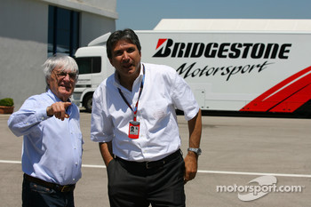 Bernie Ecclestone with Pasquale Lattuneddu, FOM, Formula One Management