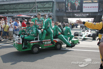 Tony Kanaan's team, Andretti Autosport, tow his car out to the pit lane on race morning