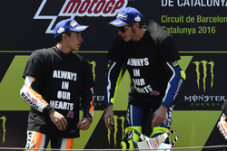 Podium: race winner Valentino Rossi, Yamaha Factory Racing, second place Marc Marquez, Repsol Honda Team, talking