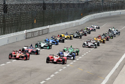 Start: Carlos Munoz, Andretti Autosport Honda leads the field to green