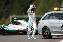 Nico Rosberg, Mercedes AMG F1 W07 Hybrid after crashing