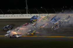 Massive wreck on Lap 90