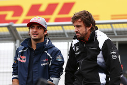 (L to R): Carlos Sainz Jr., Scuderia Toro Rosso with Fernando Alonso, McLaren on the drivers parade