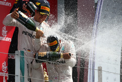 Podium: Race winner Hamilton, Mercedes AMG F1 W07 and second place Nico Rosberg, Mercedes AMG Petronas F1 W07 celevarte with champagne