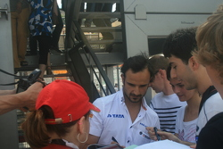 Vitantonio Liuzzi doing autographs