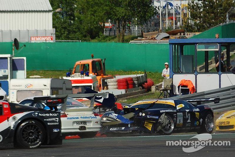 Kenneth Heyer crashes into Tim Bergmeister, ADAC GT Masters Nürburgring 2008