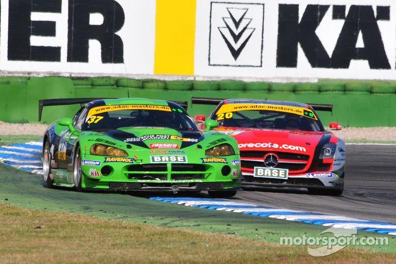ADAC GT Masters Race 1 - Viper defending against Mercedes