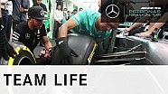 Lewis Hamilton beim Reifenwechsel