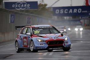WTCR Crónica de Carrera Tarquini gana la carrera inaugural y Guerrieri en 7°