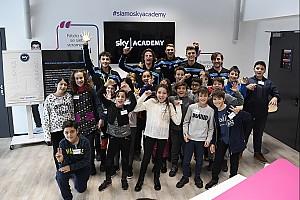 Moto2 Ultime notizie Lo Sky Racing Team VR46 incontra gli studenti agli Sky Academy Studios