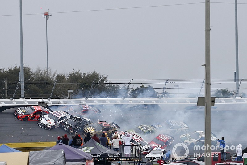 """Menard blames Johnson for huge wreck: """"Jimmie does that a lot"""""""