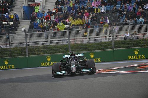 PÓDIO AO VIVO: Hamilton vence 100º GP na F1 no caos da Rússia