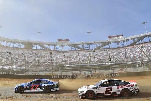 NASCAR Modifikasi Regulasi Kompetisi akibat Trek Berlumpur