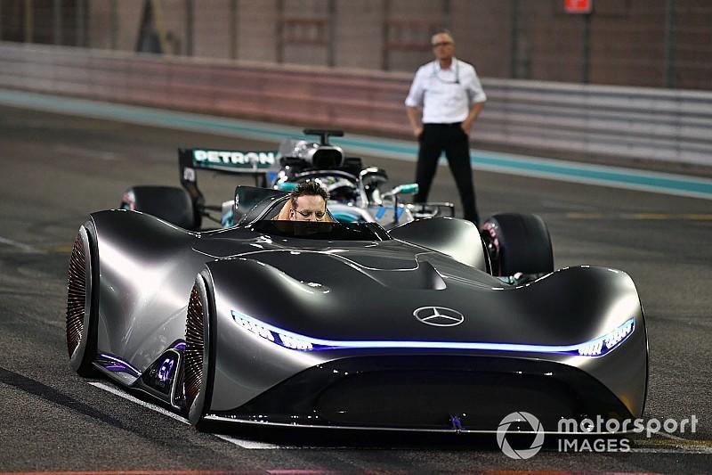 Diaporama - Le concept EQ Silver Arrow de Mercedes à Yas Marina