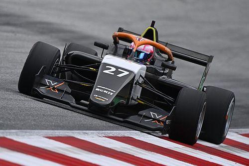 Powell z pole position