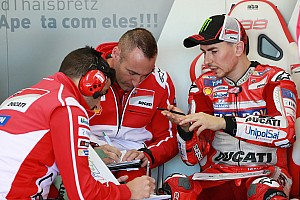 MotoGP Reactions Abaikan team order, Lorenzo: Saya tetap bantu Dovi