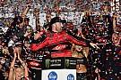 Austin Dillon se tatúa en una nalga la victoria en Daytona 500