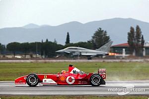 C'était un 11 décembre : Schumacher face à un avion de chasse