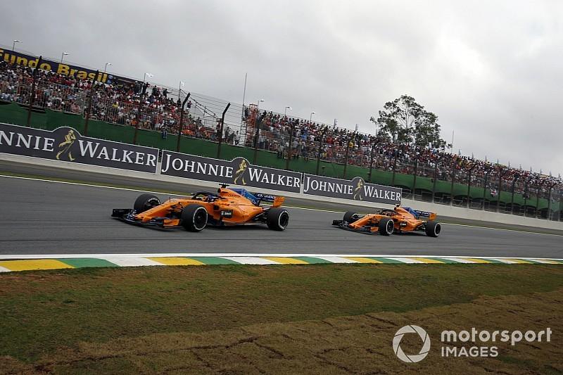 معاقبة ألونسو وفاندورن لتجاهلهما الأعلام الزرقاء في سباق البرازيل