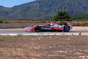 Formula E Breaking news Monteiro mengetes mobil Mahindra Formula E di Calafat