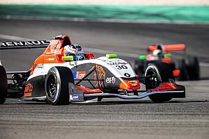 Formule Renault Interview Opmeer 'een stuk relaxter' na opname in opleidingsprogramma Renault